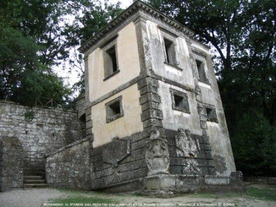 Ll parco dei mostri di bomarzo for Planimetrie dell interno della casa all aperto